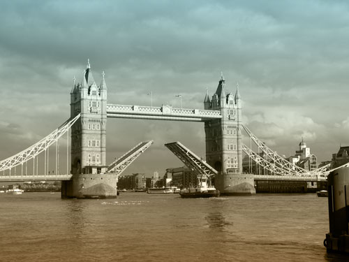 photo of London Bridge with colour gradient look photography style