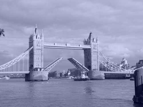 photo of London Bridge with monochromatic look photography style